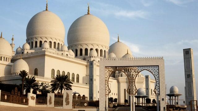 Die grosse Moschee in Abu Dhabi im Abendlicht.