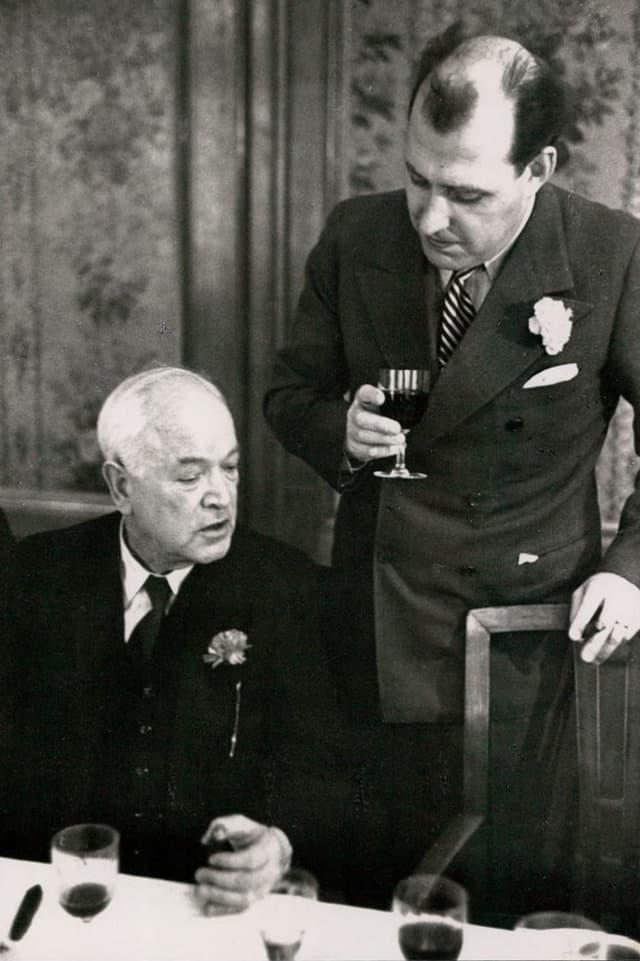 SP-Nationalrat Robert Grimm (links) zusammen mit dem Zürcher Rechtsanwalt Ernst Imfeld.
