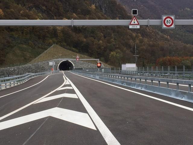 Autobahn und Tunnel