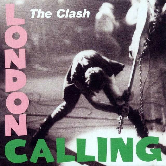 Cover des Albums London Calling, darauf hält ein Mann Gitarre über den Kopf