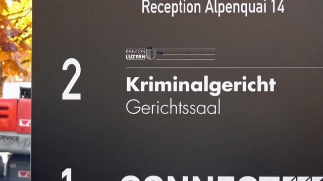 Anzeigetafel vor dem Luzerner Kriminalgericht.