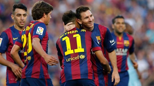 Neymar und Messi bejubeln einen Treffer.