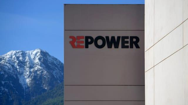 Edifizi dal provedider d'energia Repower en la Val Puschlav.