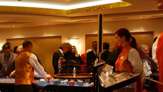 Croupiers bei der Arbeit im Casino St.Gallen.