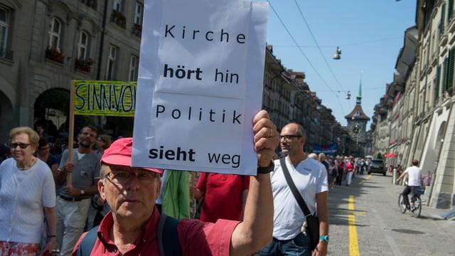 Demo gegen Sparmassnahmen bei der Kirche in Bern
