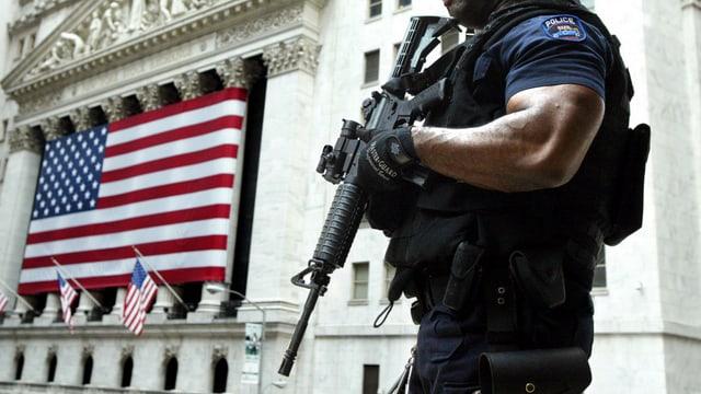 En media datti 2,6 morts a di entras sajets da policists en ils Stadis Unids da l'America.