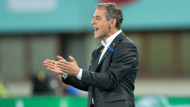 Marcel Koller dirigiert sein Team.