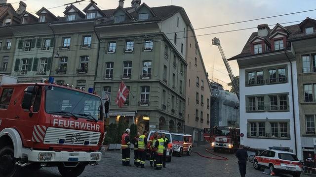 Feuerwehrfahrzeug in der Altstadt.