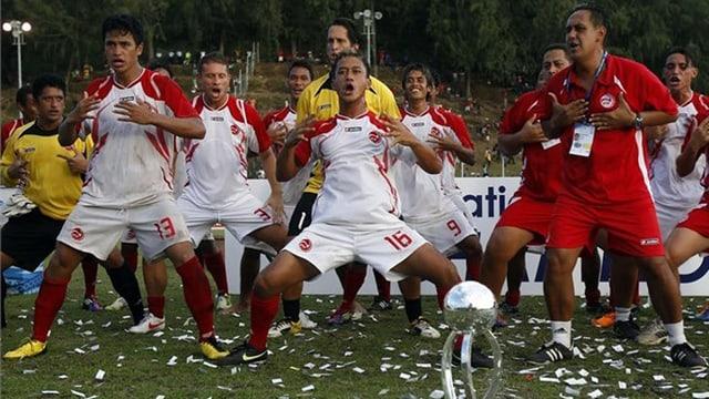 Tahitis Fussball-Helden nach dem Gewinn der Ozeanien-Meisterschaft.