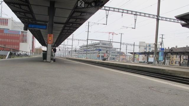 Verlassenes Perron Gleis 1 am Bahnhof Aarau
