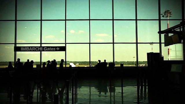 Video «Oper «L'Elisir d'Amore» am Flughafen Malpensa» abspielen