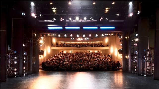 Der Publikumsbereich des Kurtheaters von der Bühne aus