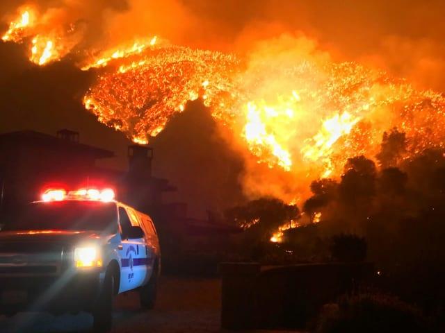 Polizeiwagen im Thomas Fire 2017