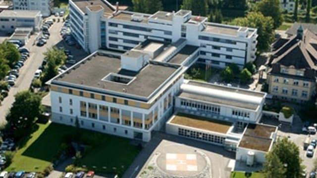 Das Spital Lachen im Kanton Schwyz aus der Vogelperspektive.