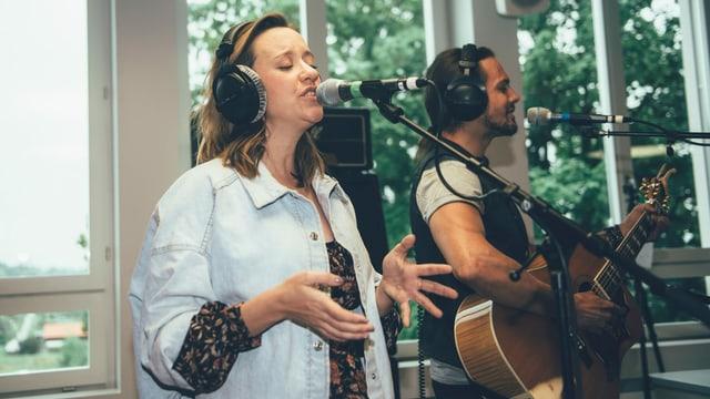 Anna Känzig & Tobey Lucas spielen live im Radiostudio.