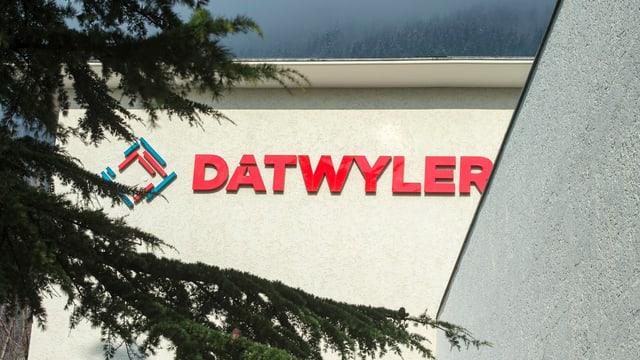 Das Firmenlogo am Unternehmenssitz von Dätwyler im Kanton Uri.