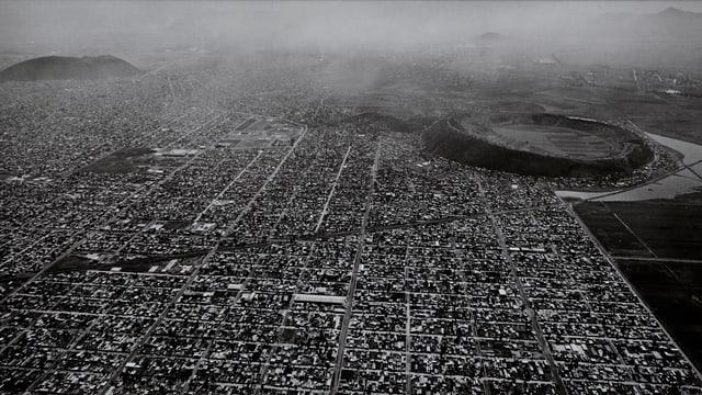 Grosse Stadt aus der Luftperspektive