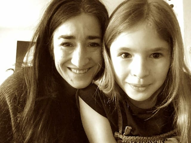 Sin la fotografia da sanestra a dretga: Mara Truog cun sia figlia Mevina durant noss'intervista per skype