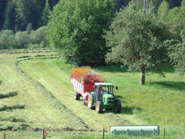In tractor cun chargia-fain vid raschlar.