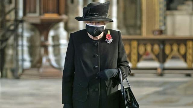 Queen mit Schutz-Maske