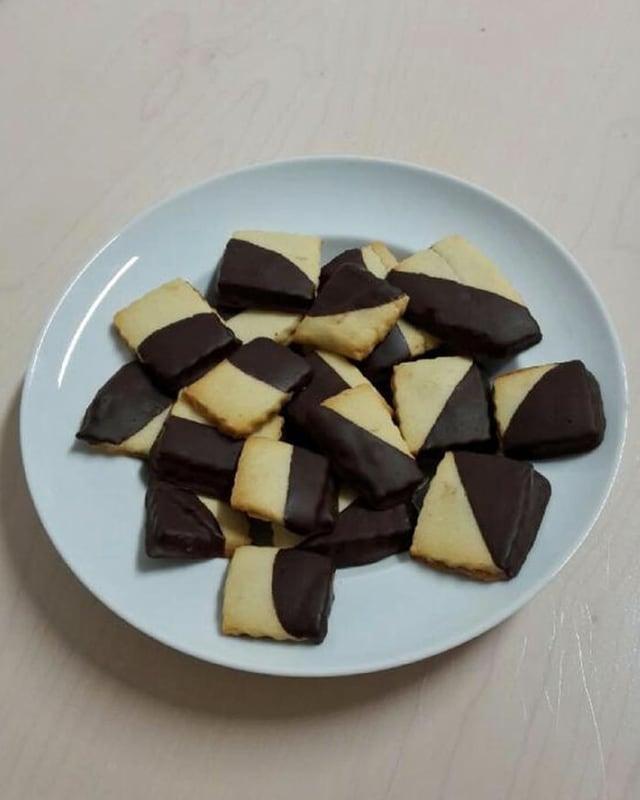 Diversas sortas da biscuits sin plats ed en truclas.