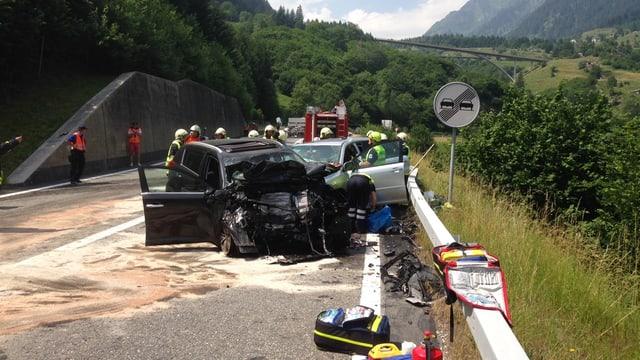 accident frontal tranter dus autos da persunas