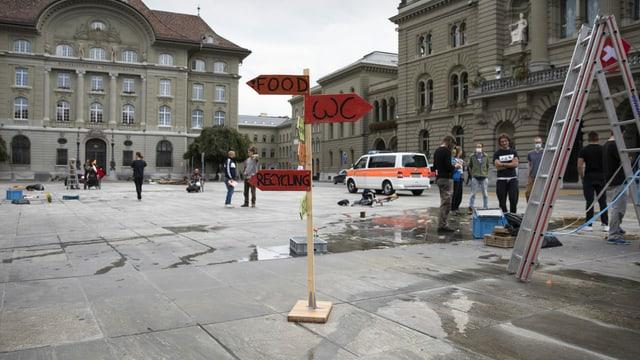 Zu sehen der leere Bundesplatz.