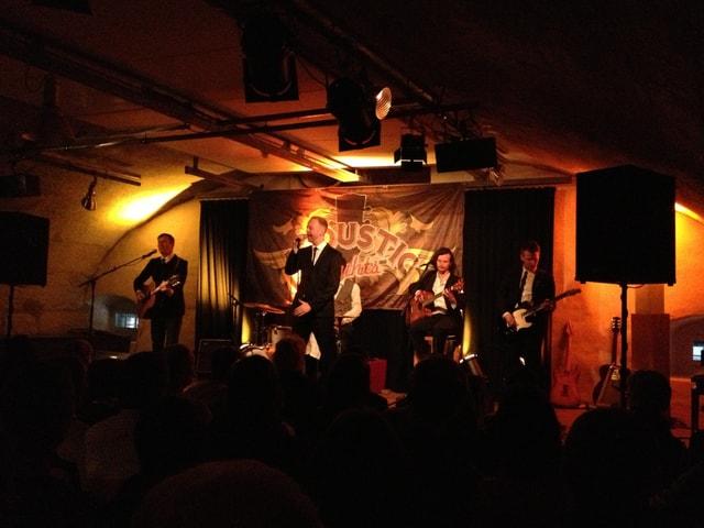 Die Monotales aus Luzern spielen um 19 Uhr ihren Bluesrock vor vollem Haus im Gewölbekeller des «Alten Spitals».