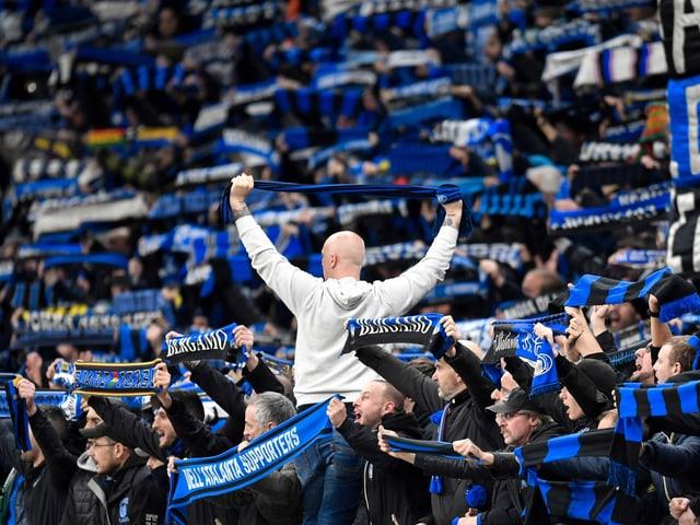 Dichtgedrängte Atalanta-Fans im San Siro.