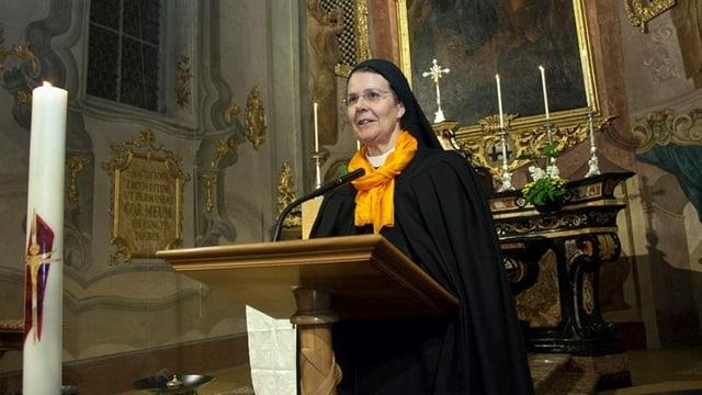 Priorin Irene in der Klosterkirche