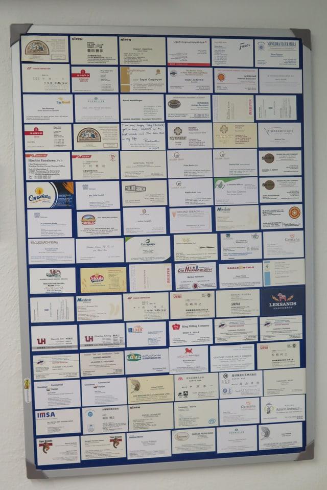 Wand mit Visitenkarten