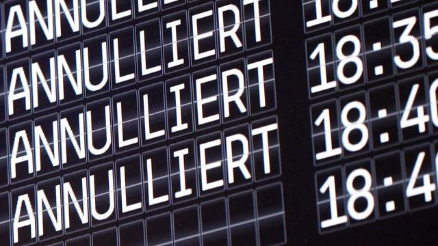Eine elektronische Informationstafel am Flughafen Köln/Bonn