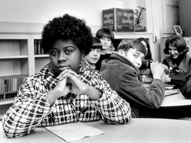 Linda Brown in einer weissen Schulklasse in Kansas / USA
