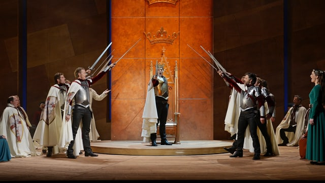 König Artus (Bildmitte) und seine Ritter der Tafelrunde im Musical «Artus-Excalibur» in St. Gallen.
