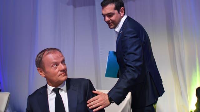 Der griechische Ministerpräsident Alexis Tsipras begrüsst Donald Tusk