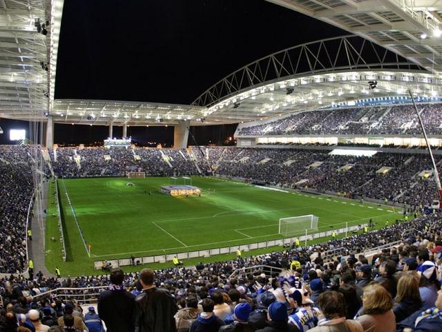 Fans des FC Porto bei einem Heimspiel