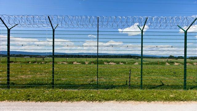 Sicherheitszaun beim Gefängnis Bellechasse.