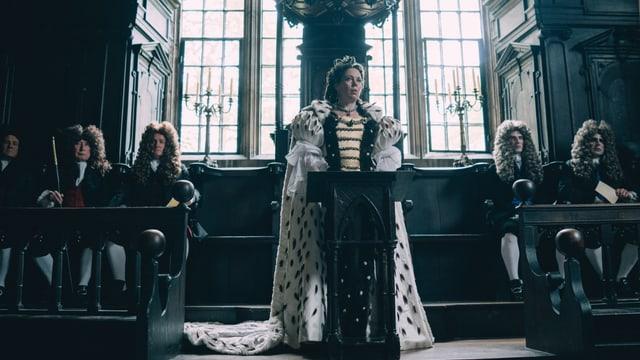 Olivia Colman als Königin.