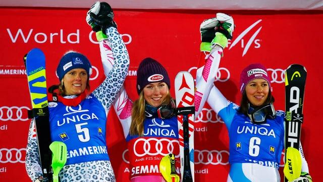 Da sanester: La slovaca Veronika Velez Zuzulova, l'americana Mikaela Shiffrin e la Svizra Wendy Holdener