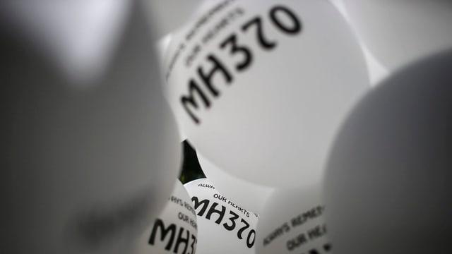 Ballons mit MH370-Aufschrift.