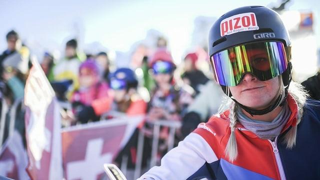 Purtret da Julie Zogg suenter ina cursa da slalom parallel.