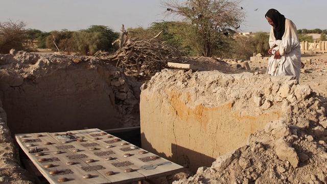 Ina fossa destruida a Timbuktu en il Mali.