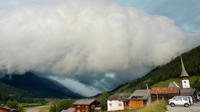 Wolkenwalze erreicht Goms.