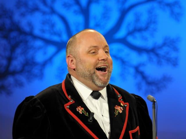 Stephan Haldemann singt.