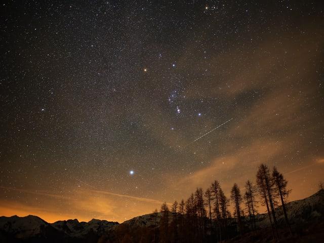 1000ende Sterne sind am Himmel sichtbar, obwohl schon ein paar Schleierwolken aufziehen.