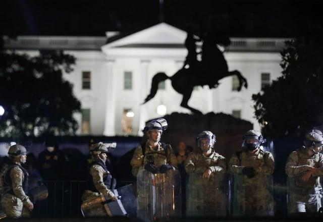Nationalgardisten vor dem Weissen Haus