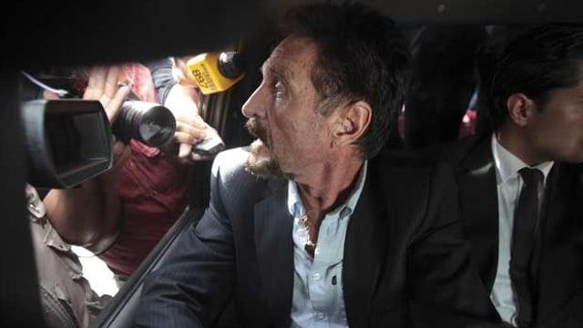 McAfee in einem Auto
