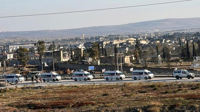In dals convois ch'evacuescha la populaziun ord da Aleppo.