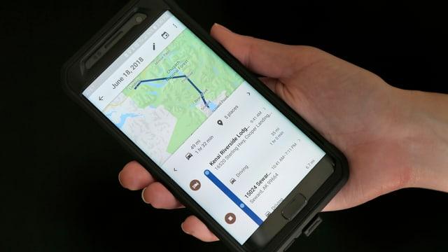 Ein Handy mit einer Karte