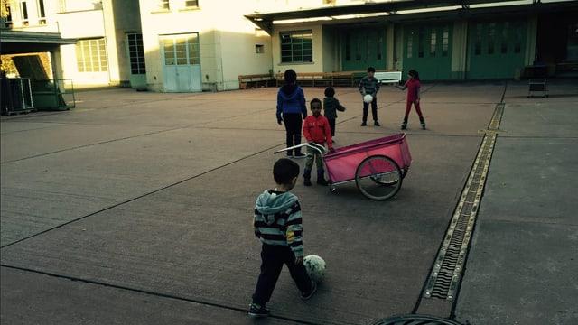 Spielende Kinder.